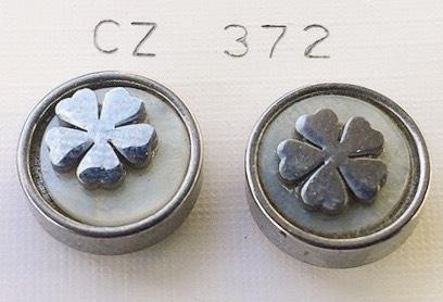 orecchini fiore bottone