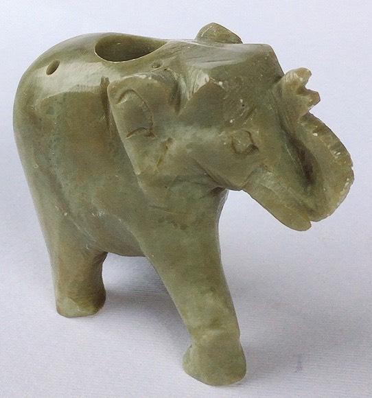 elefante pietra